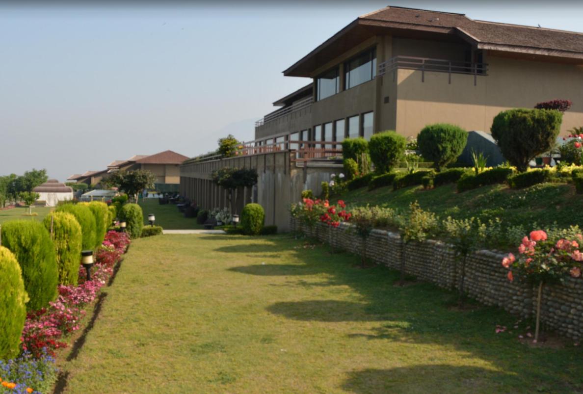 Vivanta Hotel By Taj Dal View