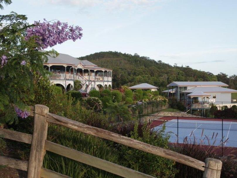 Jacaranda Creek Farmstay And BandB