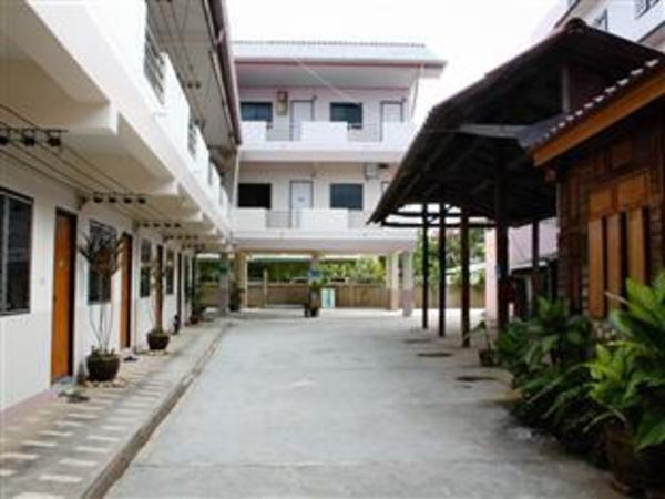 Somrudee Place Fang