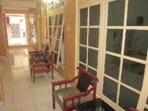 關於魯揚飯店 (Hotel Puri Royan)