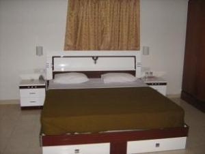 Shree Balaji Serviced Apartment- Park Street