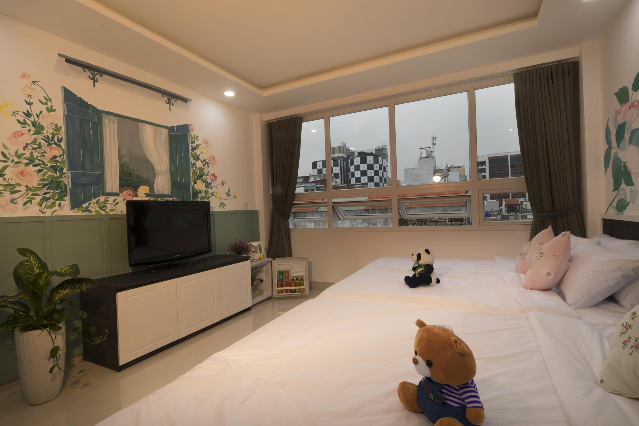 Full House Comfort Family Room With City View