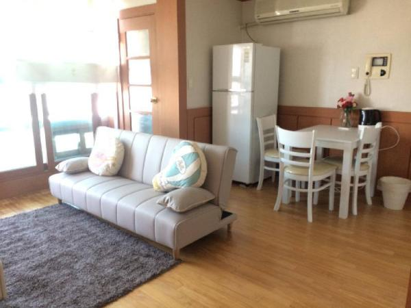 2mins from Sinchon stn.! Cozy apartment- Max 6 ppl Seoul