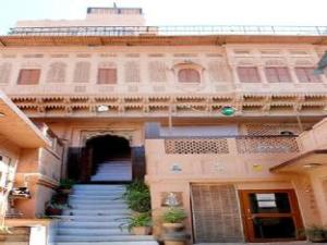 Despre Singhvi's Haveli Hotel (Singhvi's Haveli Hotel)