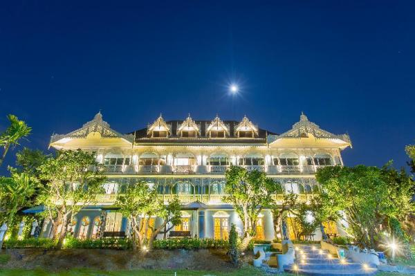 At Pingnakorn Riverside Hotel Chiang Mai