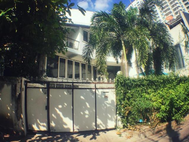 เลซี บลูเฮาส์ อโศก – Lazy Blue House Asok