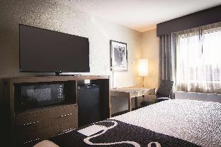 Фото отеля La Quinta Inn & Suites by Wyndham Anchorage Airport