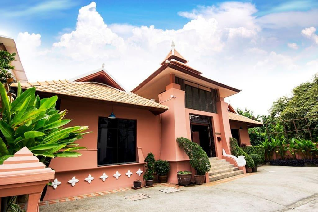 Pratumnak 10 Bedroom Villa Sleeps 20 in Pattaya Pratumnak 10 Bedroom Villa Sleeps 20 in Pattaya