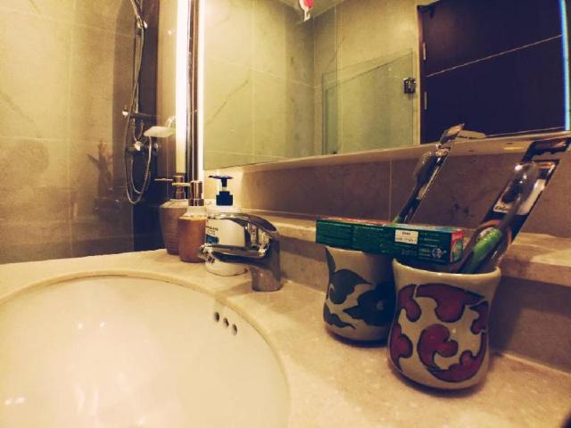 Spacious suite in town (The Aatra condo) – Spacious suite in town (The Aatra condo)
