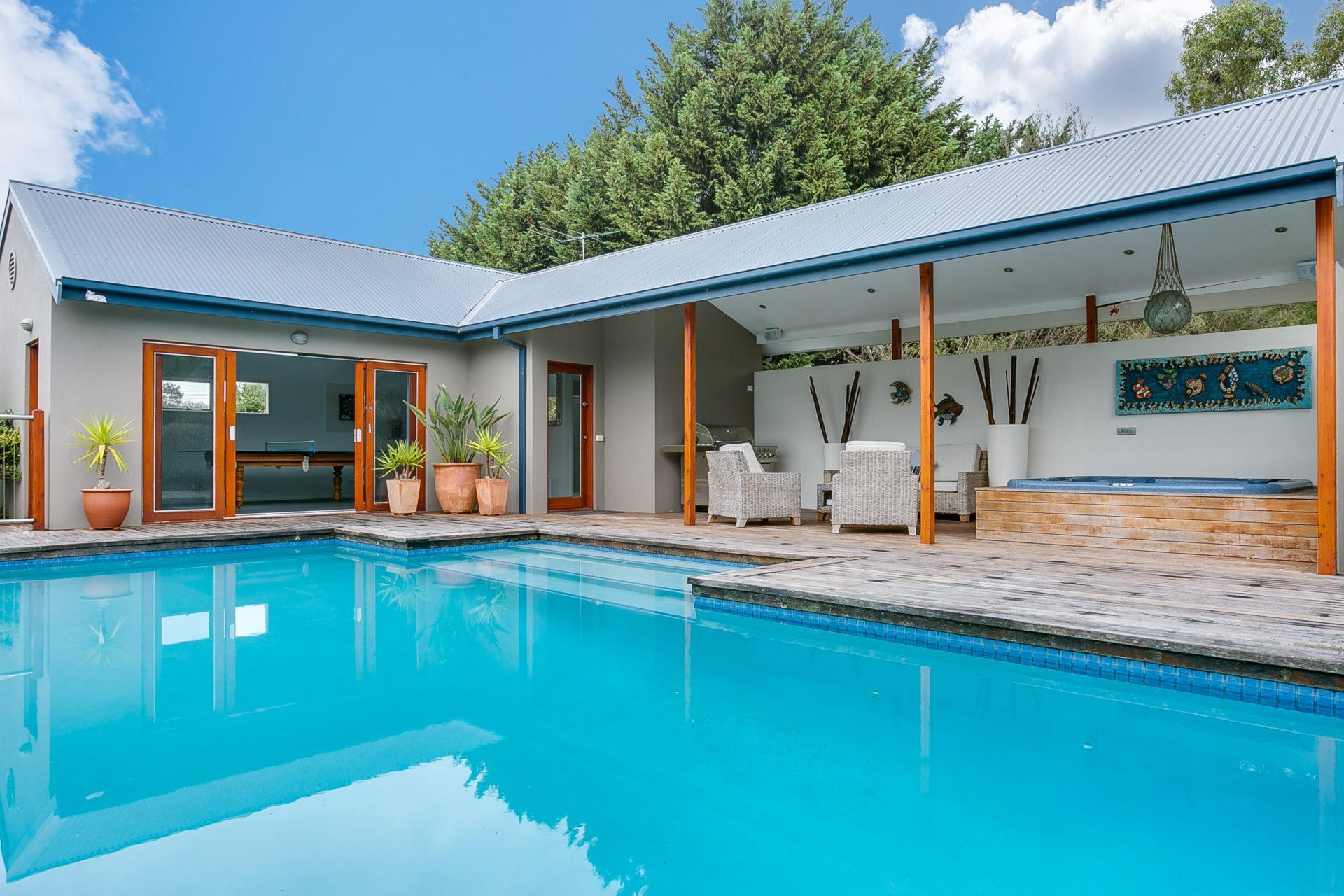 6 Bedrooms House Pool Haven On Leah
