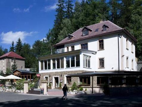 Villa B�l� Ml�n