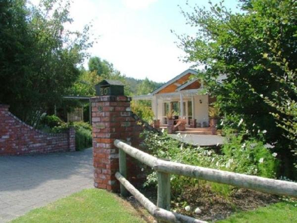 Acacia Bay Lodge Bed & Breakfast Taupo