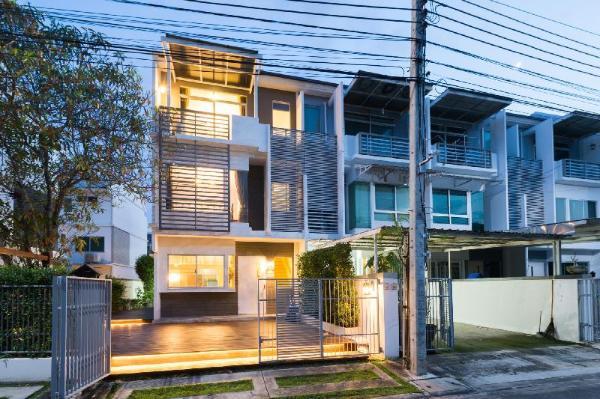 The Gallery House near Suwanaphumi Airport & ARL Bangkok