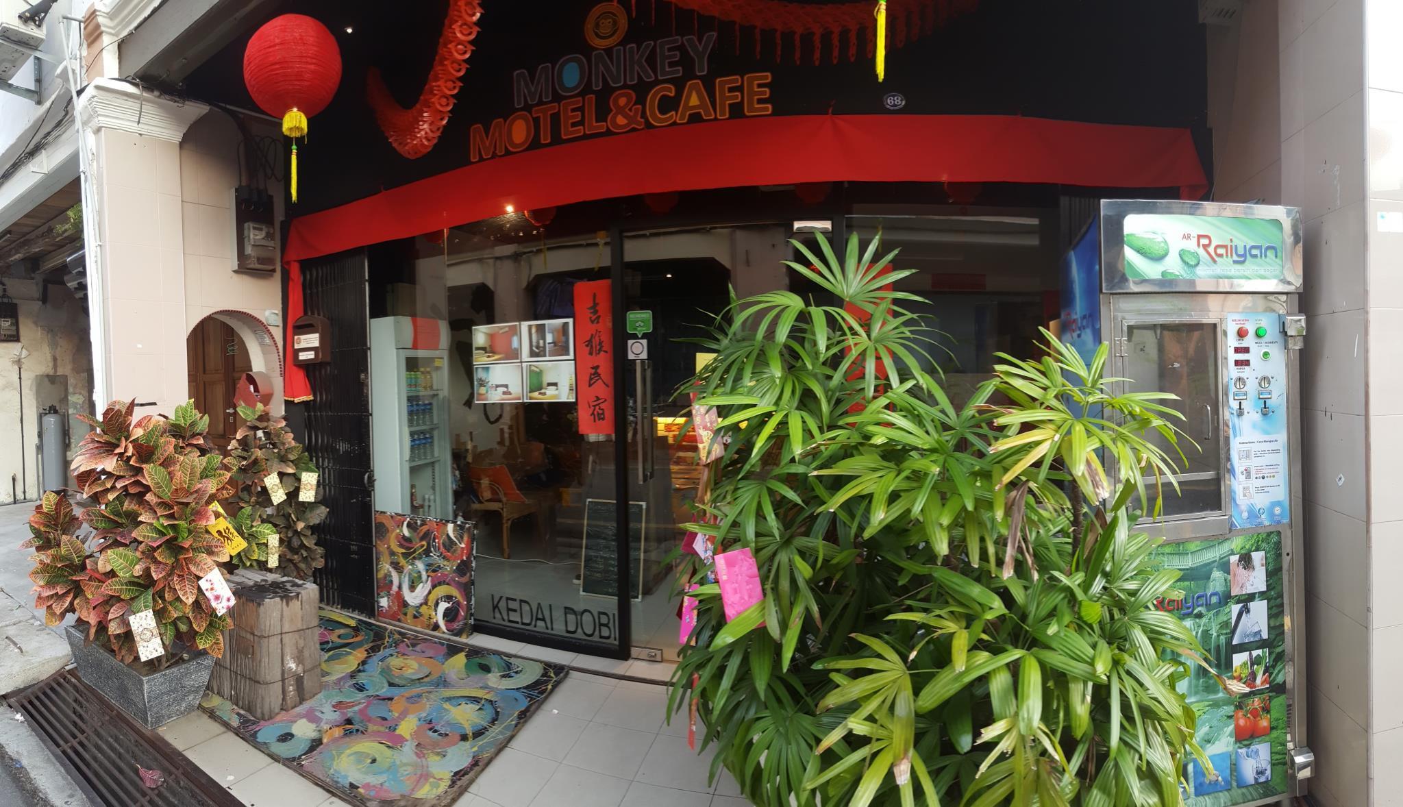 Monkey Motel & Café
