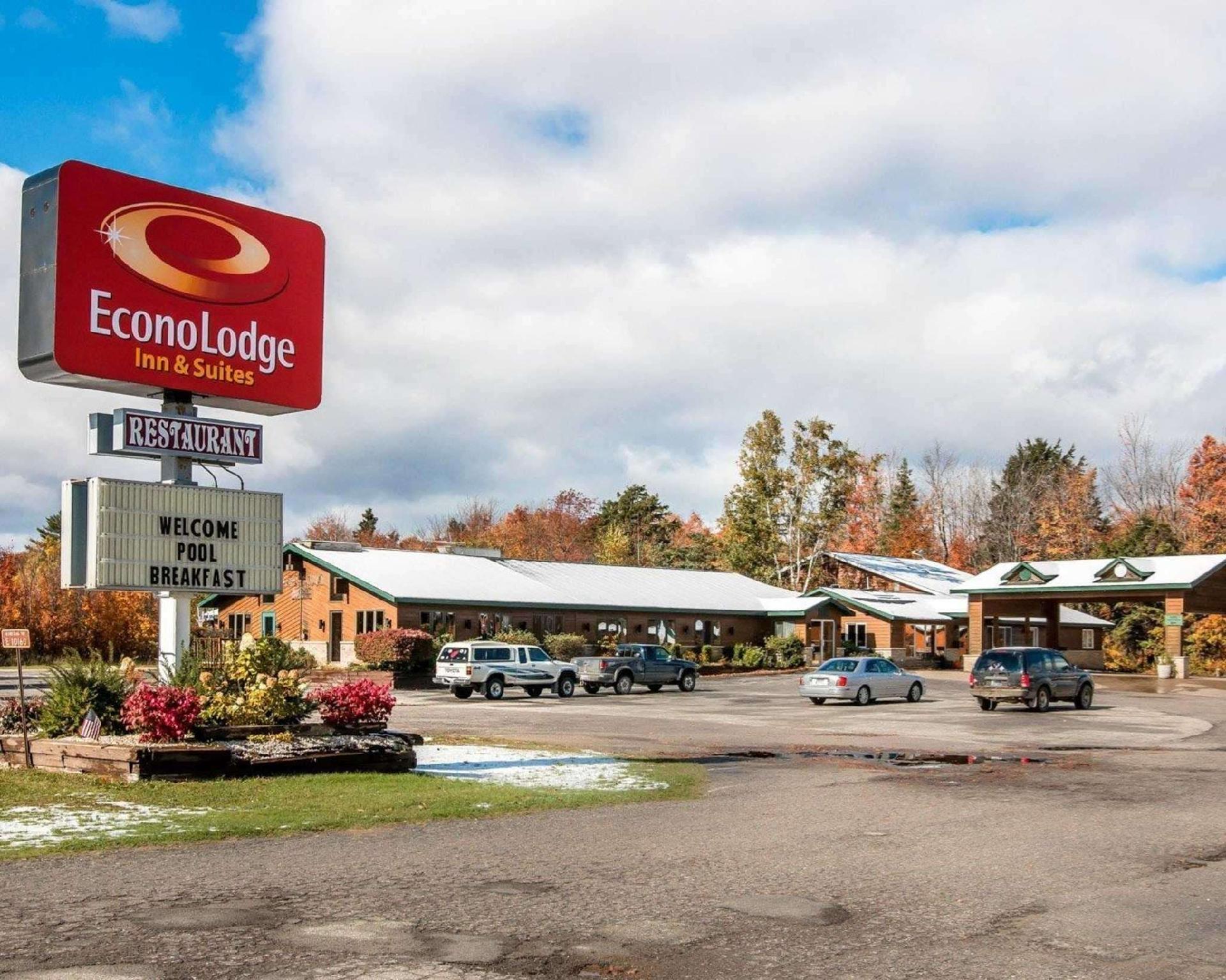 Econo Lodge Inn And Suites Munising Area