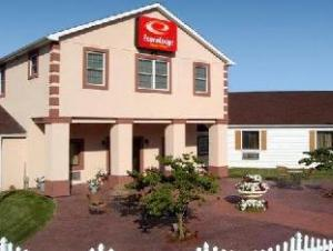 Econo Lodge Inn And Suites North