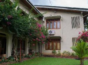 皇家旅游小屋 (Royal Tourist Lodge)