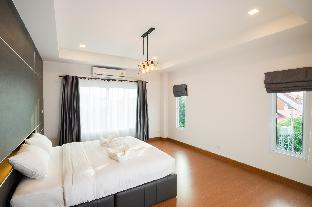 Lovely house in Chiang Mai old city (Floor 3) Lovely house in Chiang Mai old city (Floor 3)