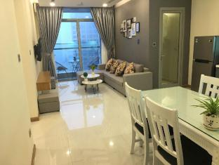 Smiley Vinhomes - 2BR  Condo with City View - Ho Chi Minh City