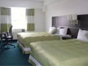 เนียการาพลาซ่าบายแฟร์บริดจ์โฮเต็ล (Niagara Plaza By Fairbridge Hotels)