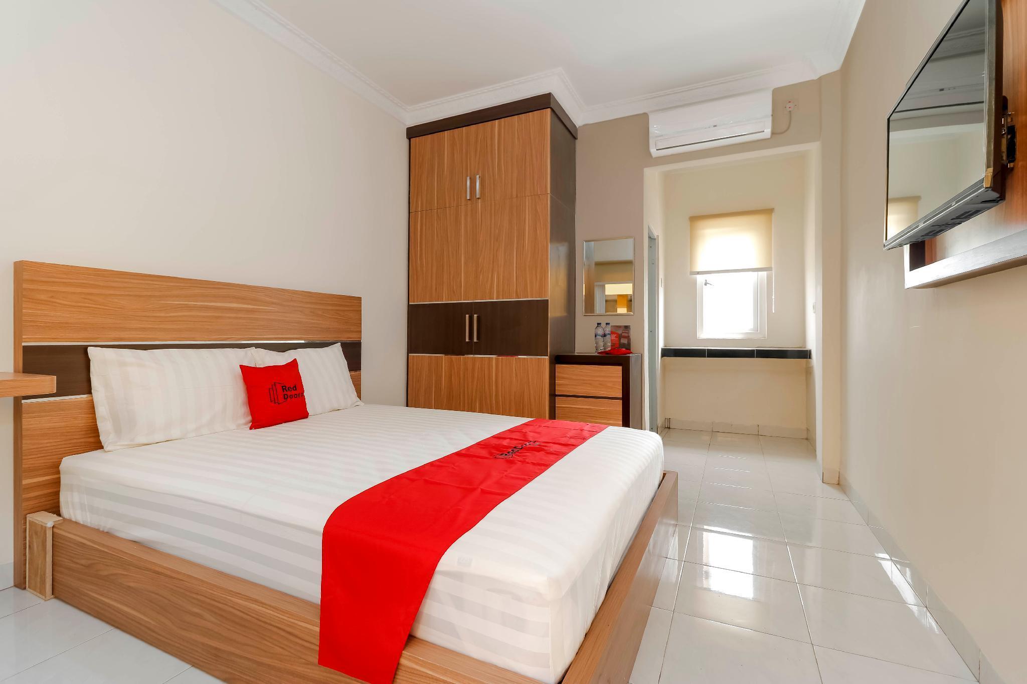 RedDoorz Plus Near Palembang Square Mall