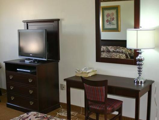 Borden Inn And Suites