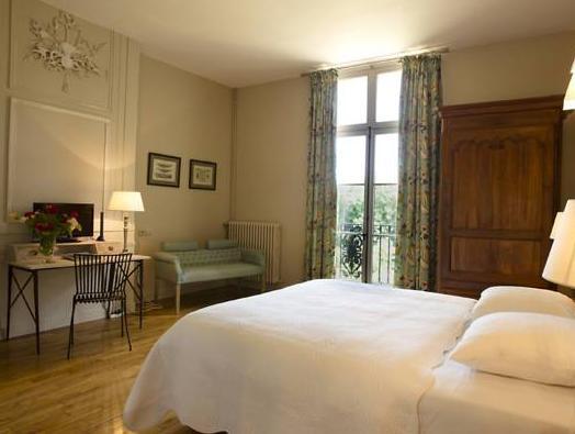 Chateau De Perreux Guest House