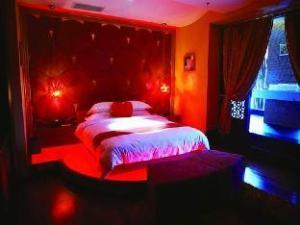 We Love Hotel (Shanghai Wuzhong Road)