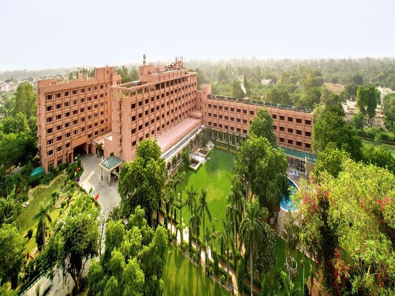 Hotel Clarks Shiraz Agra