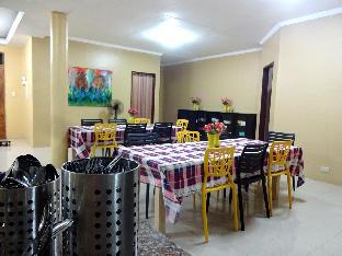 picture 4 of Backpackers Room at The Yellow House