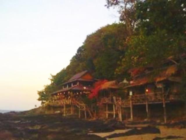 แบมบู เบย์ รีสอร์ท – Bamboo Bay Resort