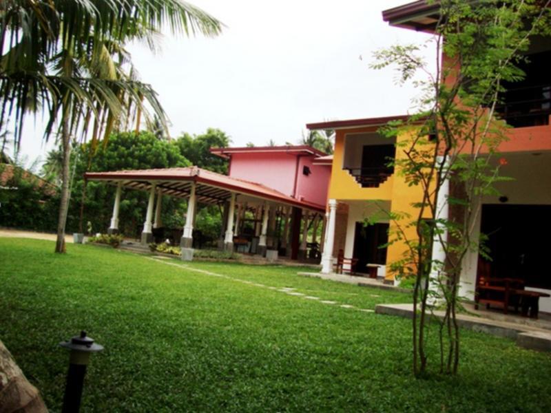 Riverside Cabanas Hotel