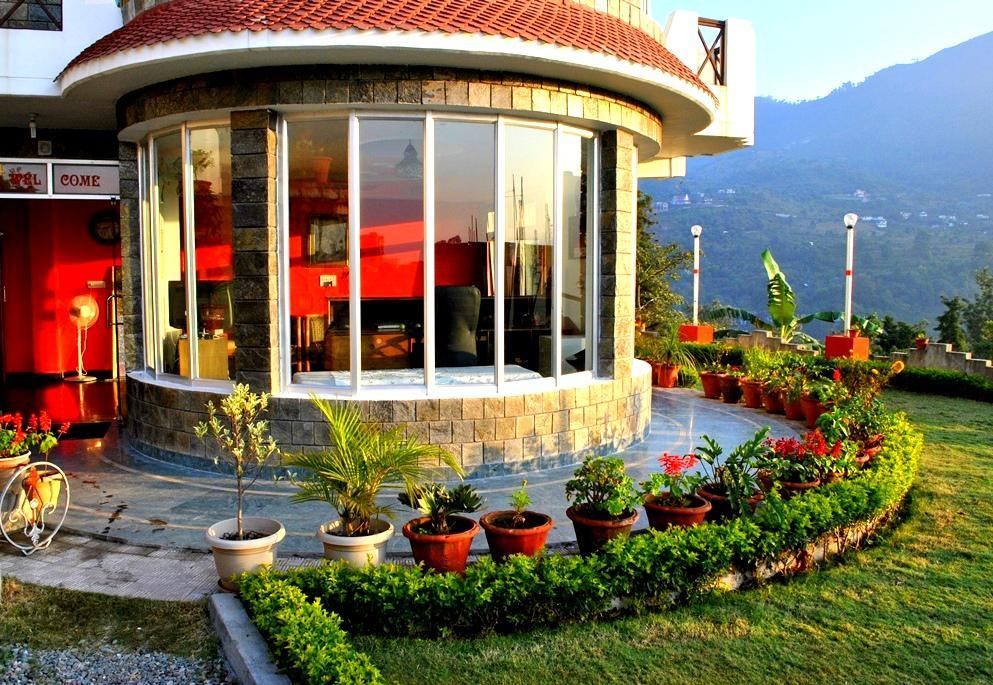 Hotel Lake Inn   A Luxury Lake View Hotel