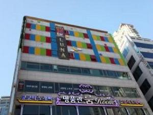 Goodstay Luna Hotel