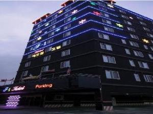 F1 Hotel
