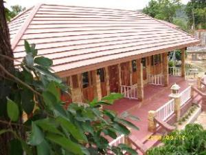 Sobre Kayom House - White Meranti House & Resort (Kayom House - White Meranti House & Resort)