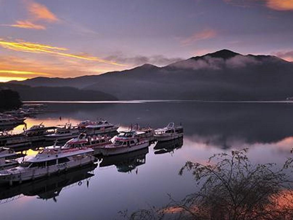 Lake In Mountain BandB