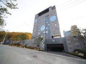 Hotel W1
