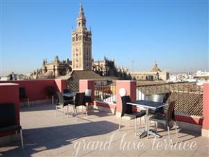 Grand Luxe Hostel