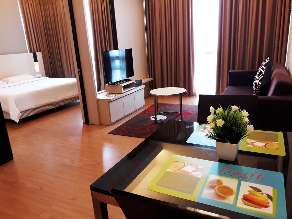 Summit Suites Apartment