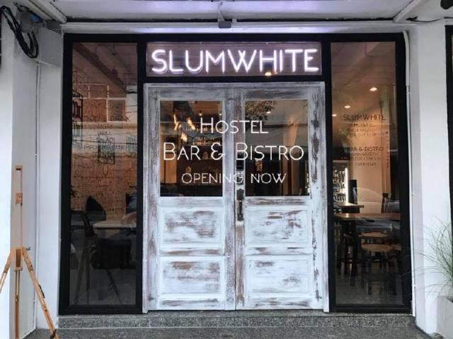 SLUMWHITE – SLUMWHITE