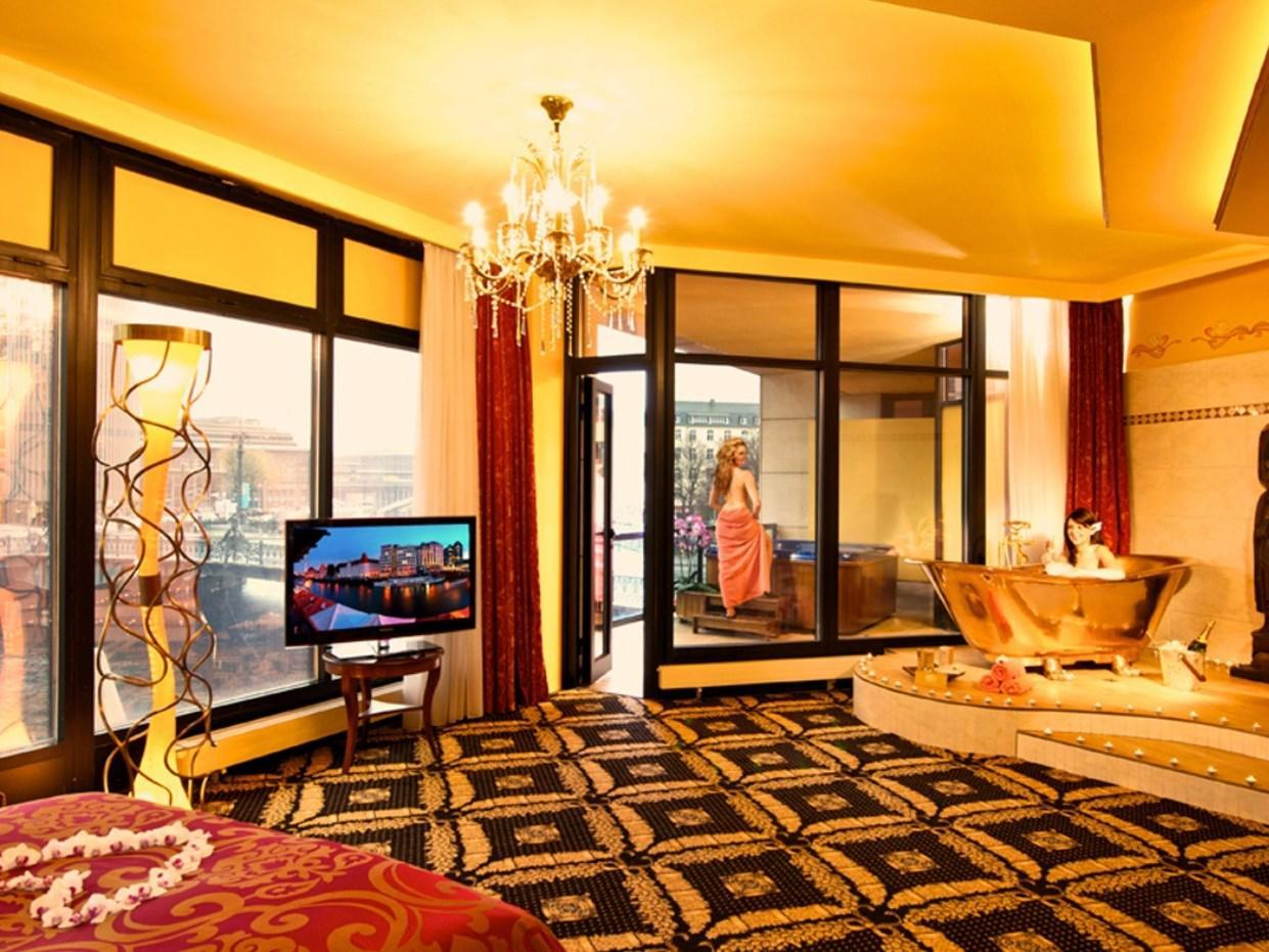 Riverside Royal Hotel