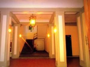 關於帕烏拉飯店 (Hotel Paola)
