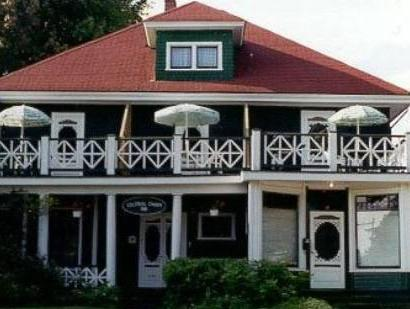 Colonial Charm Inn Bed And Breakfast