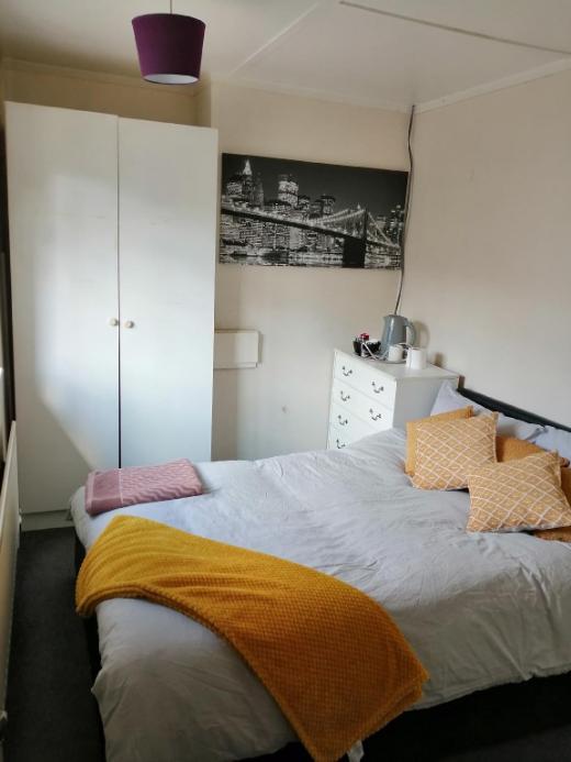 Double room close to Heathrow & London Free WIFI
