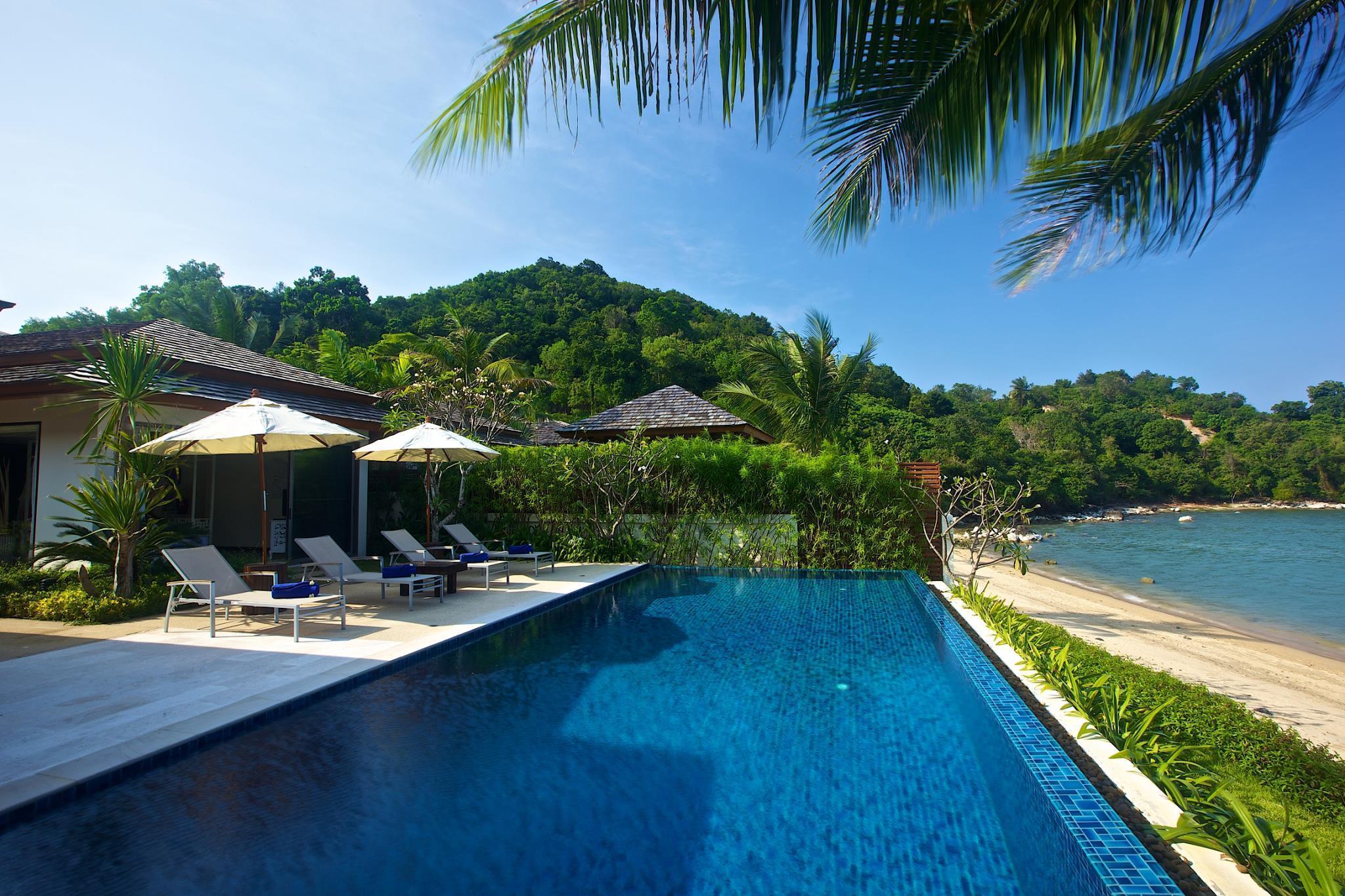 Baan Ban Buri Dhevatara Residence Villa 4-Beachfront, 4 bedrooms