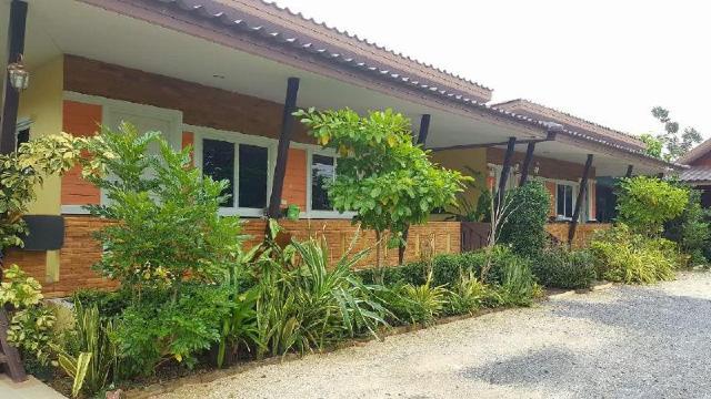 บังกะโล 2 ห้องนอน 1 ห้องน้ำส่วนตัว ขนาด 20 ตร.ม. – ลาดหญ้า – Rabiang Nam Resort @ Ladya