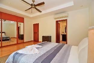 Sunset Villa 4 Bedroom Luxury Pool Villa Pattaya