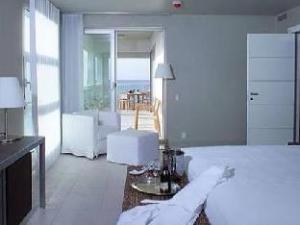 Le Vele Condominiums