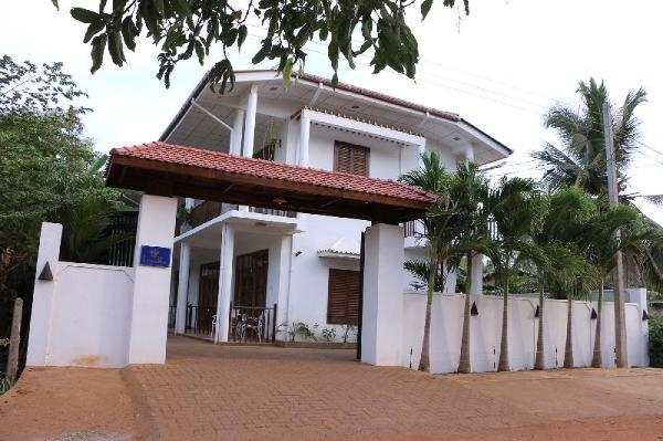 London Palace Anuradhapura